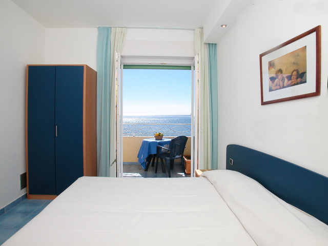 One bed-apartment with sea view