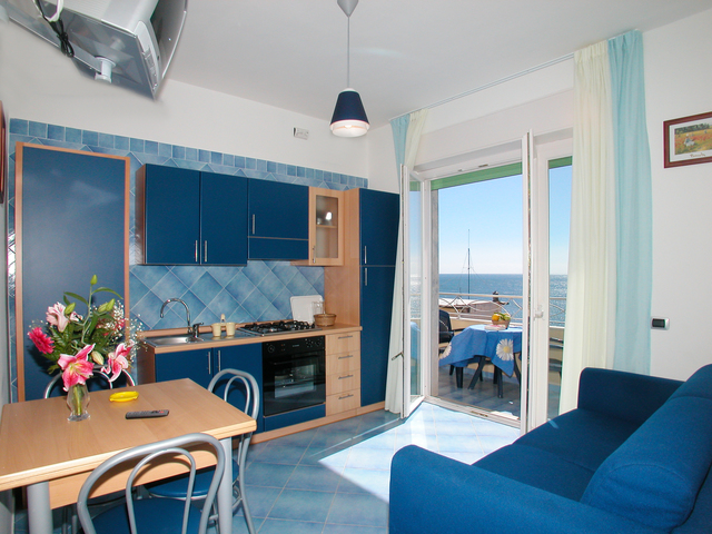 Studio apartment with sea view